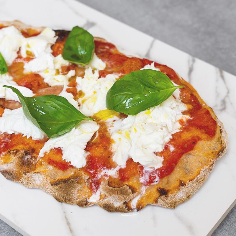"Mozzarella di bufala DOP, pomodoro pelato ""bio"", parmigiano reggiano DOP 24 mesi e basilico."